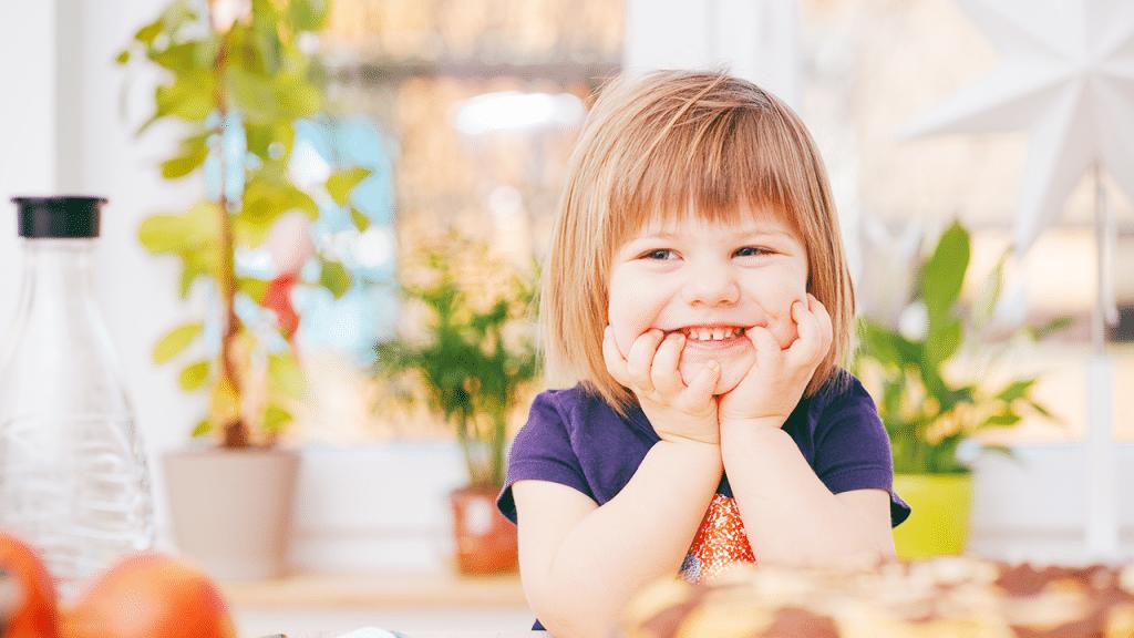 Los 6 trucos para lograr que tu hijo permanezca sentado en la mesa